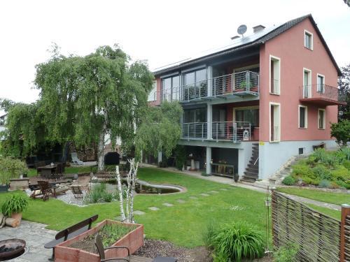 Hotel Pictures: Donautaler Wohlfühloase, Gundelfingen