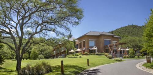 Hotel Pictures: Altos de Belgrano Hotel Cabañas Golf y Spa, Villa General Belgrano