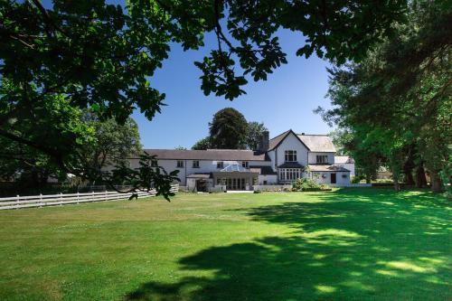 Hotel Pictures: Llechwen Hall, Pontypridd