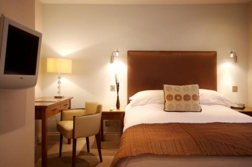 Hotel Pictures: The George Hotel & Monty's, Cheltenham