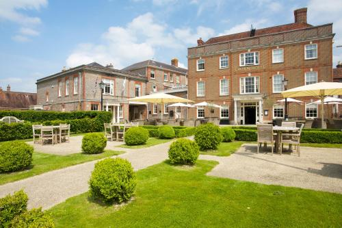 Hotel Pictures: Crown Hotel, Blandford Forum