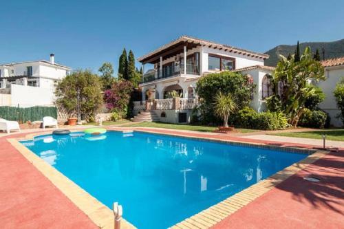 Hotel Pictures: Alhaurin el Grande Villa, Alhaurín el Grande