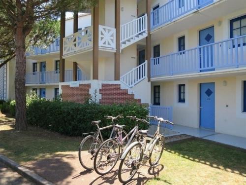 Hotel Pictures: Apartment Vendée 18, Saint-Jean-d'Orbetiers