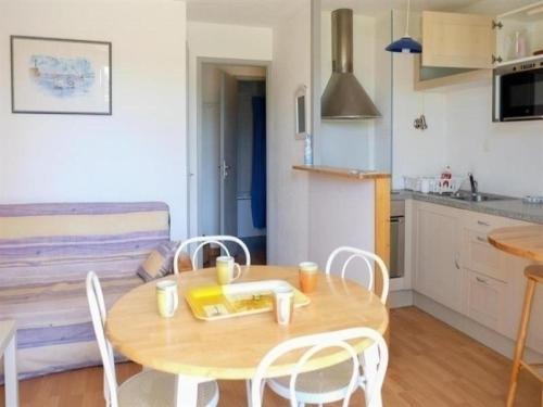 Hotel Pictures: Apartment Vendée 1, Saint-Jean-d'Orbetiers