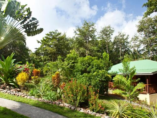 Hotel Pictures: The Cottage at Villa PassiFlora, Calibishie