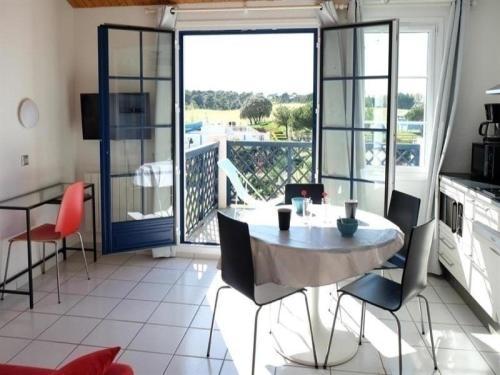 Hotel Pictures: Apartment Vendée 20, Saint-Jean-d'Orbetiers