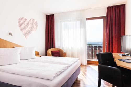 Hotel Pictures: Hotel & Restaurant Kaiser, Herrenberg