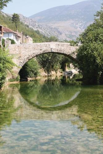 Foto Hotel: Holiday Home Sarin Most, Stolac