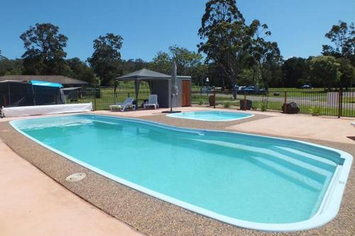 Фотографии отеля: Merimbula Lake Holiday Park, Pambula