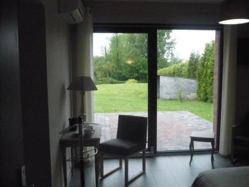 Hotel Pictures: La Chaumiere, Louvignies-Quesnoy