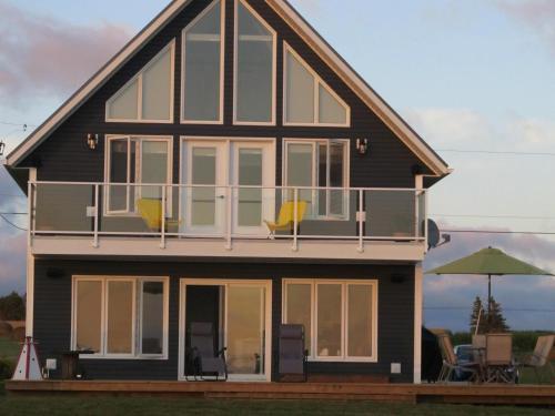 Hotel Pictures: Shore Lot Cottage, Borden-Carleton