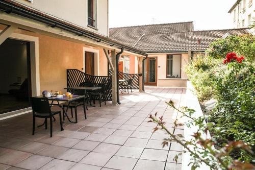 Hotel Pictures: La Ferme Des Barmonts, Villejuif