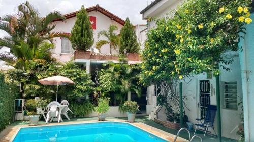 Hotel Pictures: Chale Mineiro Hostel & Pousada, Belo Horizonte