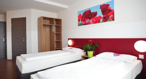 Hotel Pictures: , Asbach-Bäumenheim