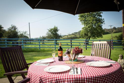 Hotel Pictures: Glan Llyn Farm House, Mold