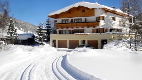 Hotel Pictures: Ferienhaus - Appartements Padrins, Obernberg am Brenner