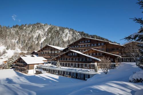 Hotel Pictures: Huus Gstaad, Saanen