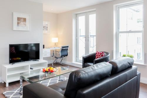 Hotel Pictures: Roomspace Serviced Apartments - Trinity House, Reigate