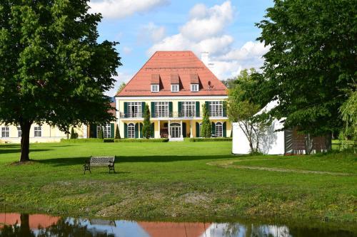 Hotel Pictures: Gut Altholz Landhotel und Restaurant Hutter, Plattling
