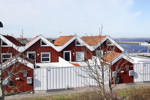 Hotel Pictures: Holiday Home Bryggen, Nibe
