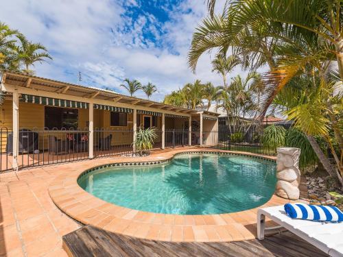 Hotel Pictures: Marcoola Dunes, Pet Friendly Holiday House, Sunshine Coast, Marcoola