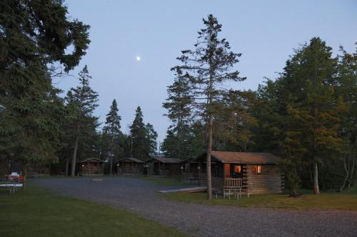 Narrows Too Camping Resort Cabin 9