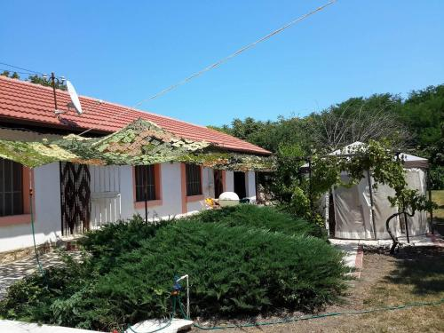 Hotel Pictures: Holiday Home in Ezerets Village, Ezerets