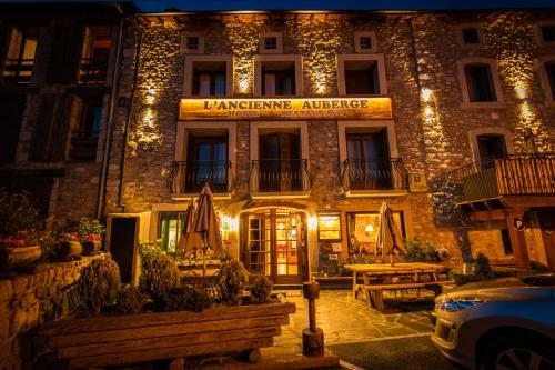 Hotel Pictures: Hotel L'ancienne Auberge, Bolquere Pyrenees 2000