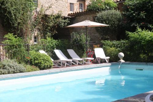 Hotel Pictures: Spa-Jacuzzi-Piscine-20 personnes, Saint-Césaire-de-Gauzignan