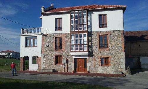 Hotel Pictures: Apartamento Los Llares, Langre
