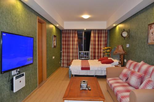 Chongqing Beimei Fengqing Riverview Theme Hotel