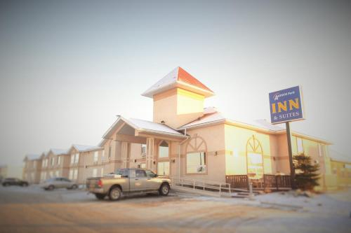 Hotel Pictures: Aurora Park Inn & Suites, Dawson Creek