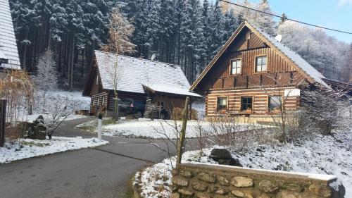 Hotel Pictures: Sunny Hill Cottage, Horní Branná