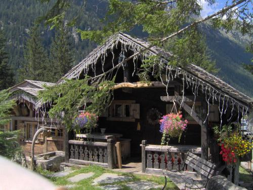 Les chalets de philippe chamonix mont blanc a michelin guide restaurant Les chalets de philippe chamonix