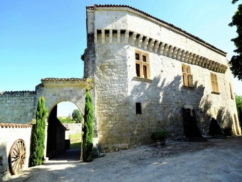 Hotel Pictures: , Saint-Caprais-de-Lerm