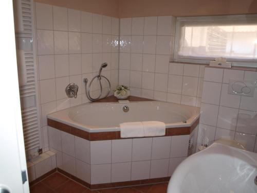 Hotel Pictures: Wegermann`s BIO-Landhaus im Wodantal, Hattingen