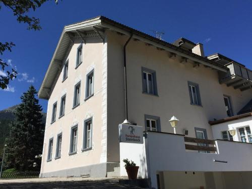 Hotel Pictures: Gruppen- und Ferienhaus Steinbock, Müstair