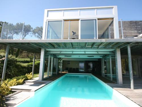 Hotel Pictures: Five-Bedroom Villa Bay View, Telgruc-sur-Mer