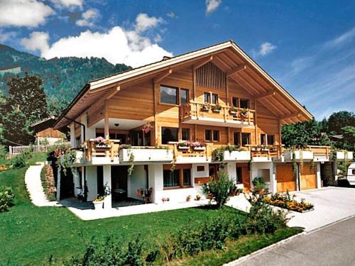 Hotel Pictures: Sarbach - Maria Lauberstrasse 1, Frutigen
