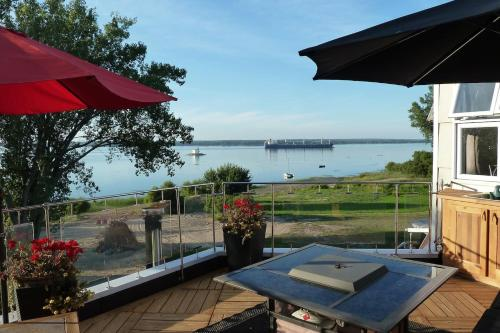 Hotel Pictures: One Bedroom Loft with River View, Nicolet