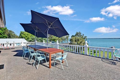 Hotel Pictures: Waterfront Retro Home, Toukley
