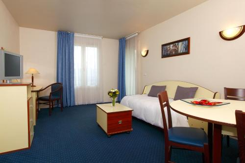 Hotel Pictures: Appart'City Poissy, Poissy