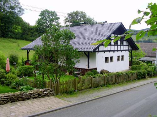 Hotel Pictures: Ferienwohnung Schmallenberg, Schmallenberg