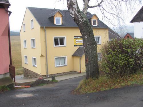 Hotel Pictures: Ski Club Apartments, Loučná pod Klínovcem