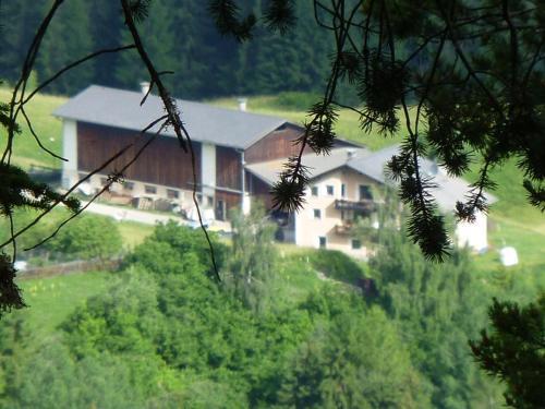 Hotel Pictures: Bauernhof Familie Netzer, Tarasp