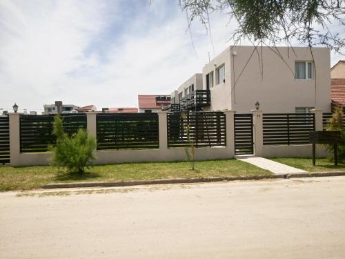 Foto Hotel: Departamentos Los Tamariscos, Santa Clara del Mar