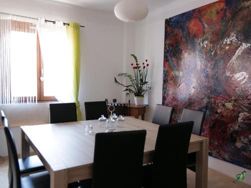 Hotel Pictures: A La Maison De Marie, Gueberschwihr
