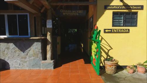 Hotel Pictures: , Toro Amarillo