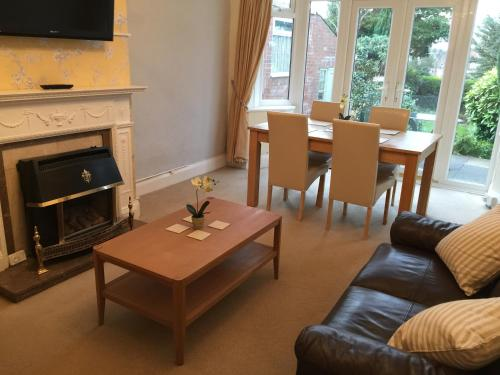 Hotel Pictures: Trentham Lodge, Stoke on Trent