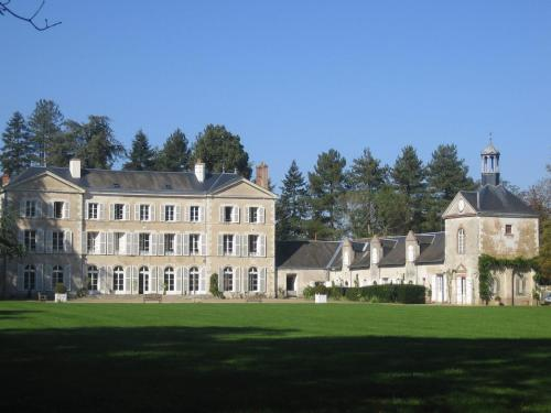 Hotel Pictures: Chambres d'hôtes du Château de Champvallins, Sandillon